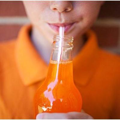 Így hatnak a cukros üdítők a gyerekek fogaira